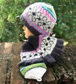 Beanie Hat and Gloves. Multi Color.